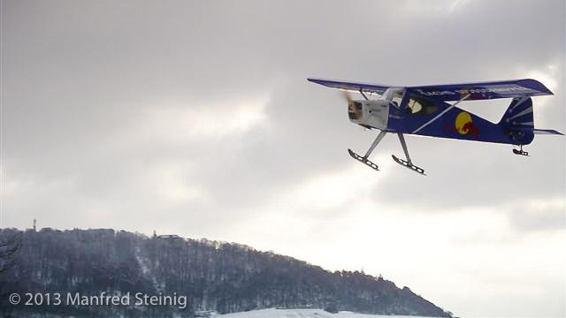 Flugmodell vor dem Schwanberg